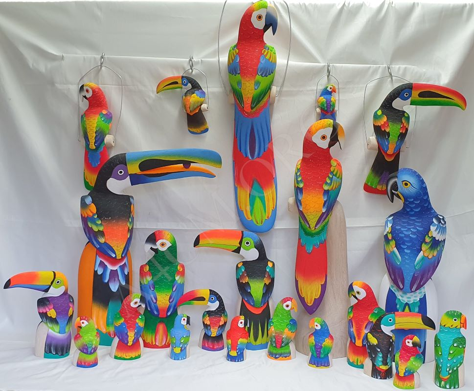 Ensemble perroquets et toucans en balsa de toutes les tailles, à suspendre ou poser.